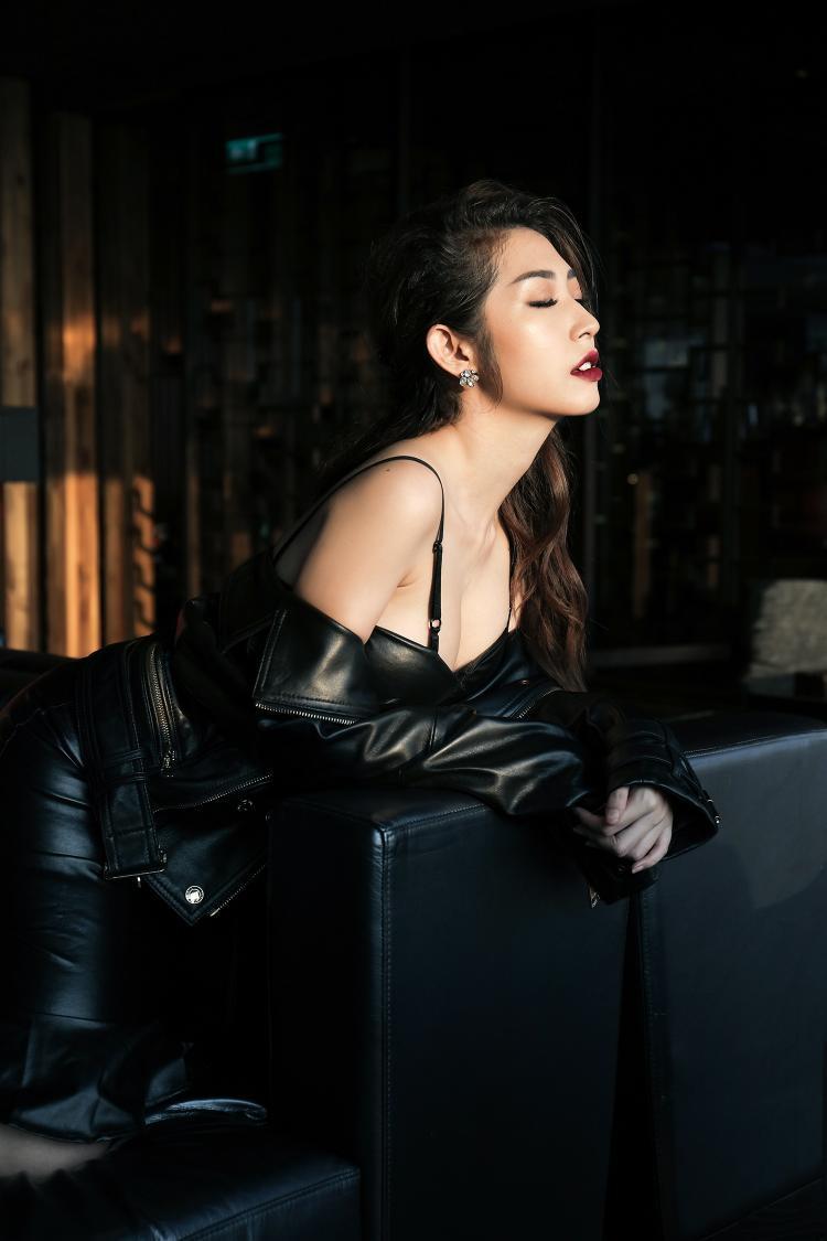 Bánh bèo Khổng Tú Quỳnh bất ngờ lột xác với vẻ ngoài sexy