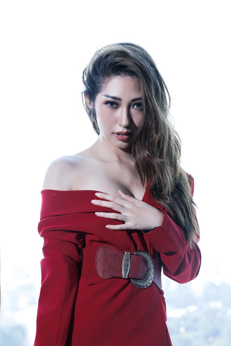 Khổng Tú Quỳnh đẹp quyến rũ trong bộ ảnh mới.