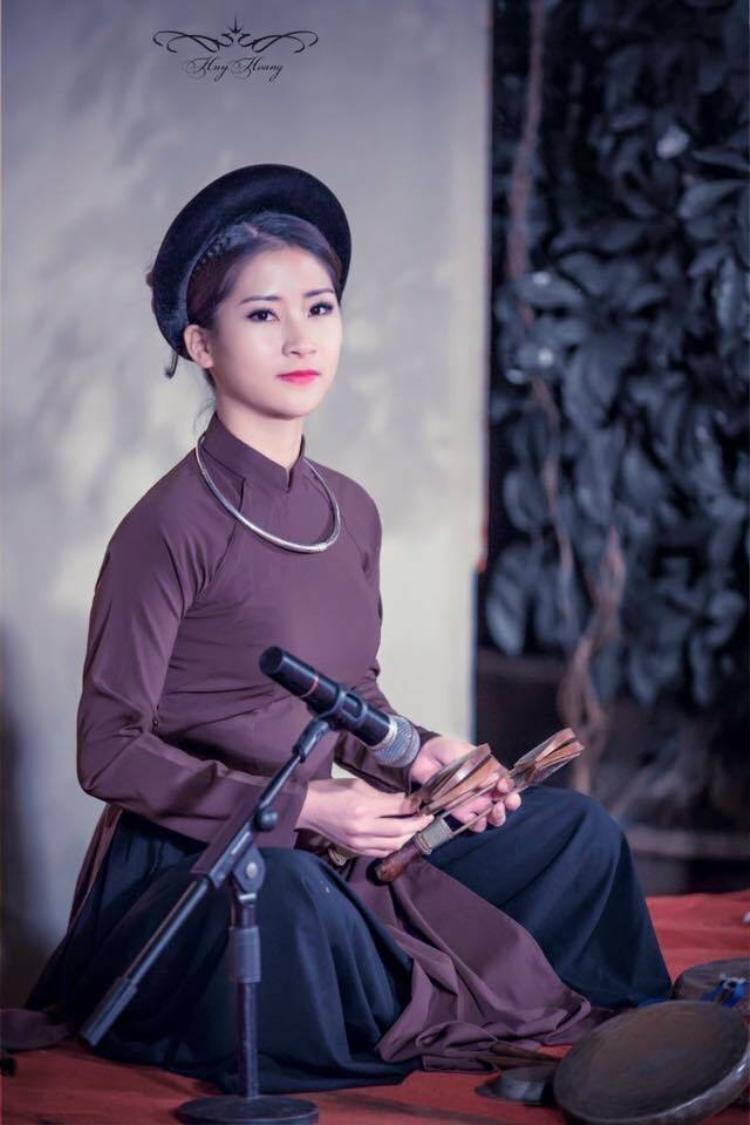 Nguyễn Thùy Linh, sinh ngày:22/10/1996, chuyên ngành: Đàn Tam thập lục, cấp học : Trung cấp 5