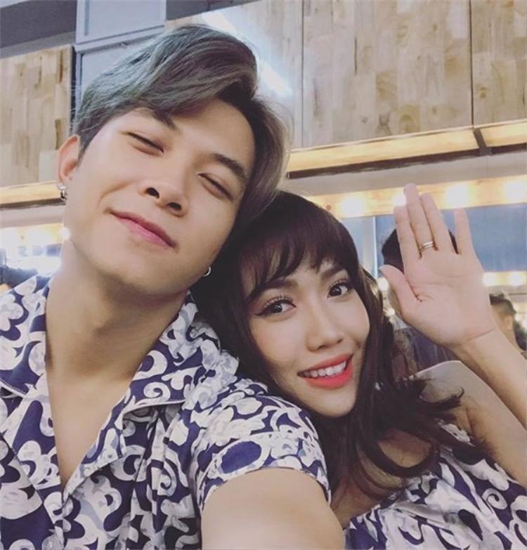 Giữa showbiz Việt ồn ào tình ái, vẫn có những cặp đôi bền chặt nắm tay nhau vượt qua sóng gió