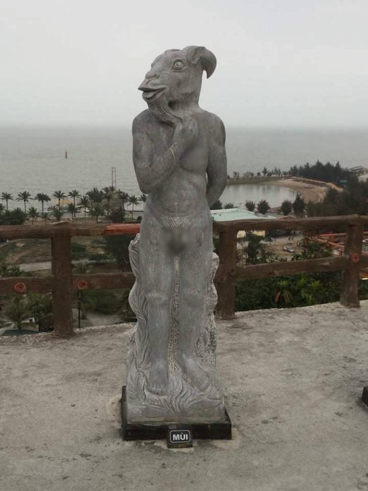 Một số bức tượng các con giáp được cho là phản cảm.