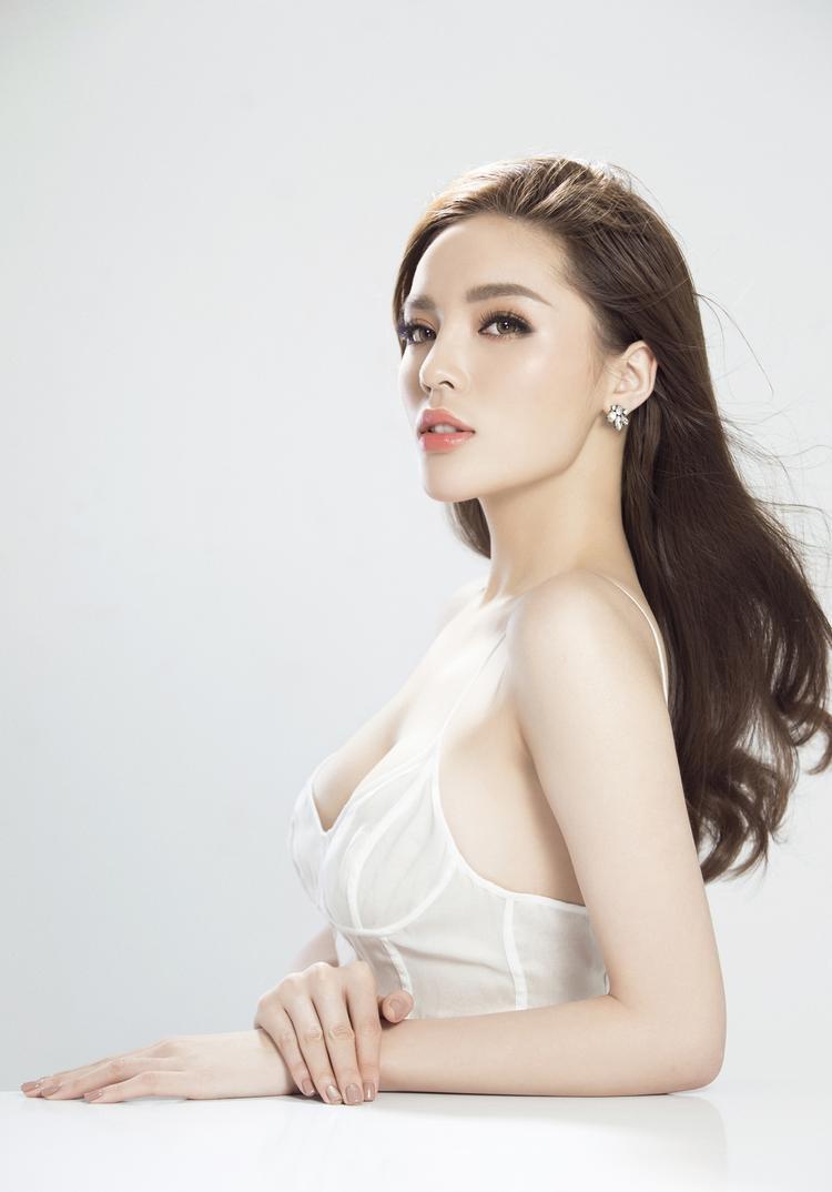 Hình ảnh năng động, cá tính, quyến rũ đầy văn minh cùng phong cách thời trang luôn đón đầu xu hướng đã giúp Kỳ Duyên trở thành con cưng của các nhà mốt Việt.