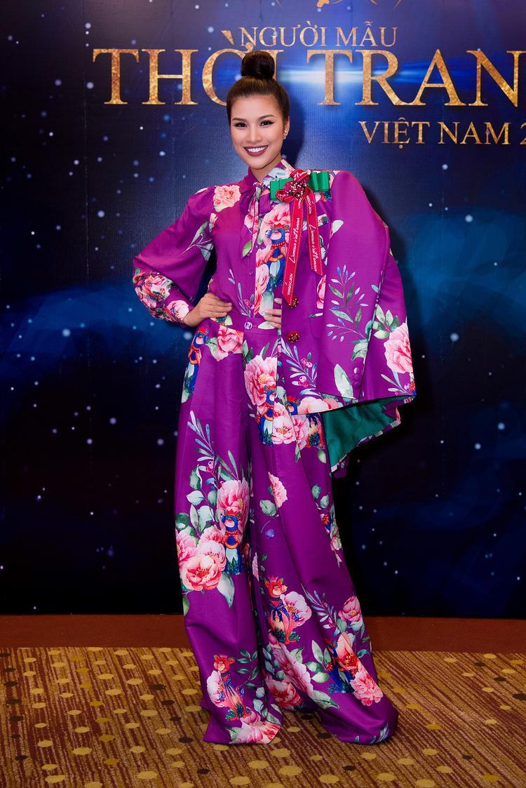 Nguyễn Thị Thành trước nay không ít lần chung đụng váy áo với hàng loạt mỹ nhân Vbiz, tuy nhiên hầu như lần nào cô cũng gặp phải một vài lỗi nhỏ khiến tổng thể trở nên kém đẹp hẳn.