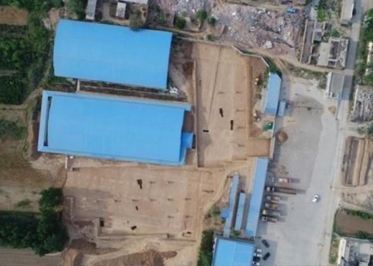 Hai khu mộ của Tào Tháo đã được phủ bạt xanh. Ảnh Sohu