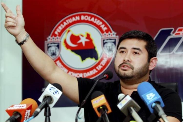 Hoàng tử, kiêm Chủ tịch Liên đoàn bóng đá Malaysia - Tunku Ismail đã tuyên bố từ chức sau khi đội bóng nước này lập kỷ lục buồn trên BXH FIFA.
