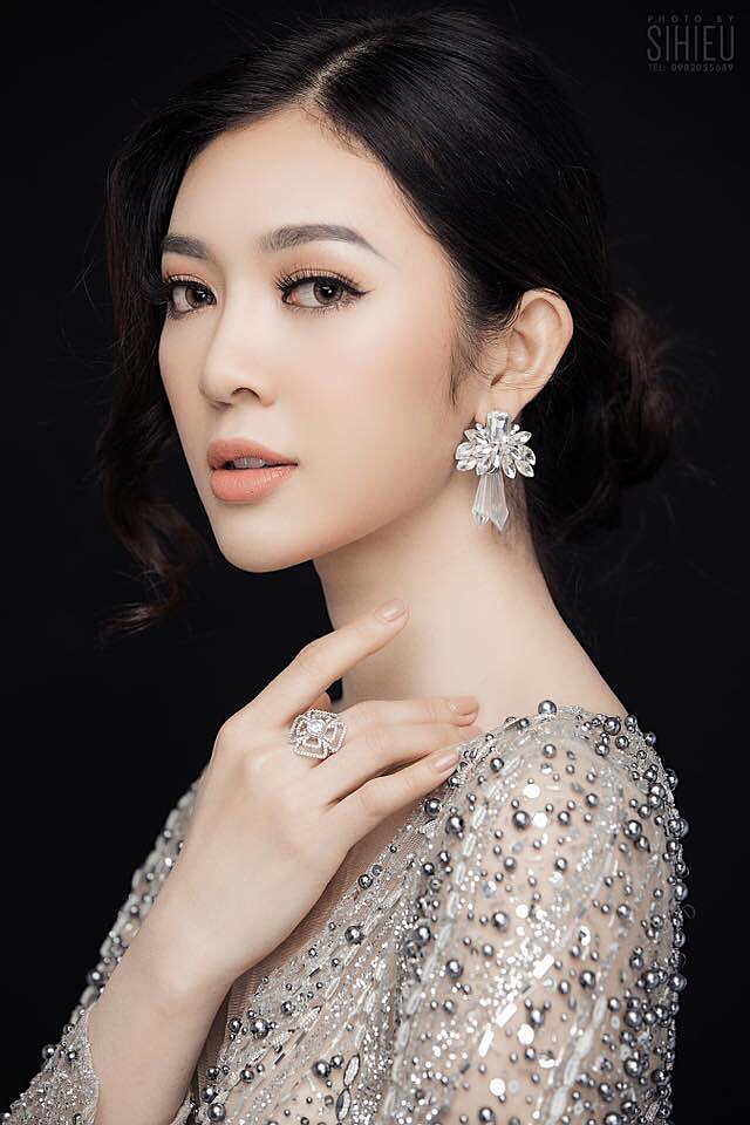 Là gương mặt nổi bật và gây chú ý với ban giám khảo ngay từ những vòng đầu nhưng Bùi Lý Thiên Hương đã không giành được thứ hạng cao tại cuộc thi Hoa hậu Hoàn vũ Việt Nam 2017. Không bỏ cuộc trên đấu trường nhan sắc, năm nay, chân dài 22 tuổi tiếp tục đăng kí dự thi The Look 2018.