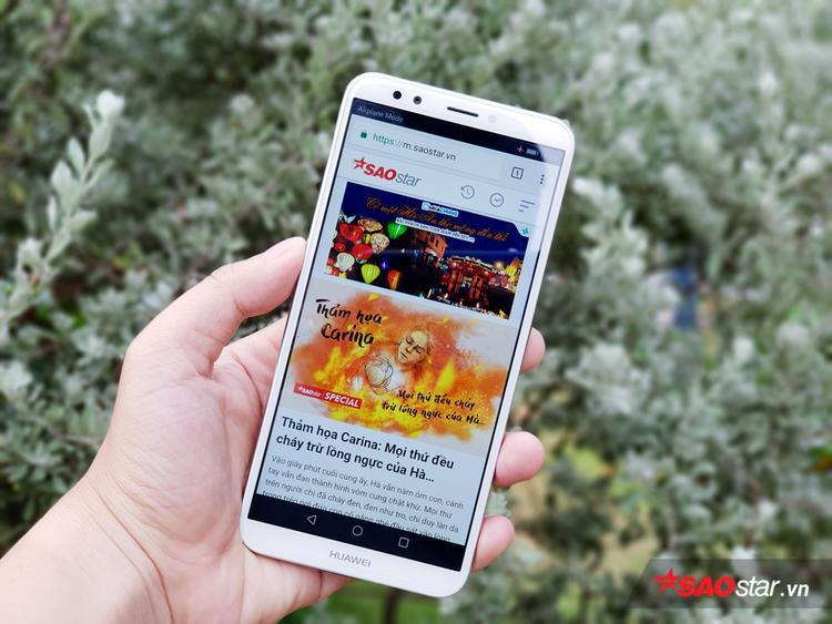 Huawei Y7 Pro 2018 được trang bị màn hình IPS LCD độ phân giải HD+ (1.440 x 720 pixel). Màn hình này có tỷ lệ 18:9. Đây là tỷ lệ màn hình khá phổ biến bắt đầu từ năm 2017 và được yêu thích do thân máy nhỏ hơn trong khi đó không gian trải nghiệm vẫn được tối ưu.