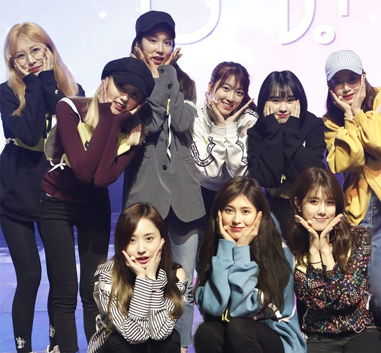 """Girlgroup chung xuất thân - UNI.T cũng sẽ sớm """"chào sân"""" Kpop trong tháng 4 dù chưa ấn định ngày."""
