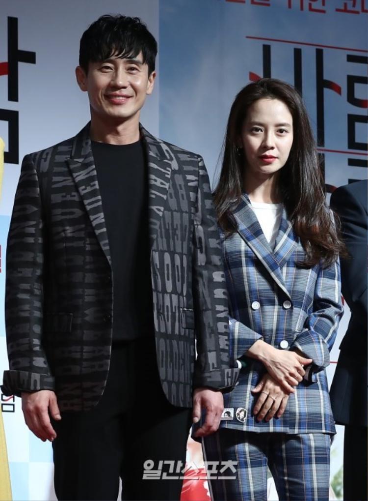 Song Ji Hyo vàShin Ha Kyun.
