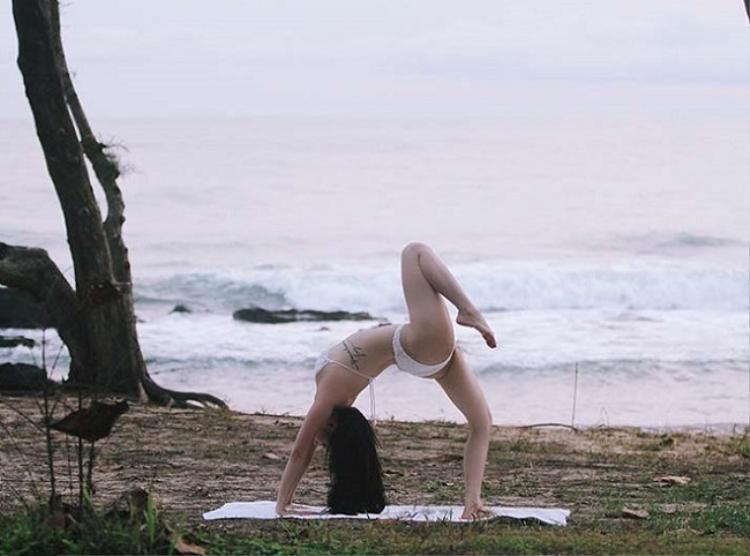 Nữ diễn viên cho biết, từ khi đến với yoga, cô đã cao thêm 2cm, số đo vòng eo cũng giảm rõ rệt.