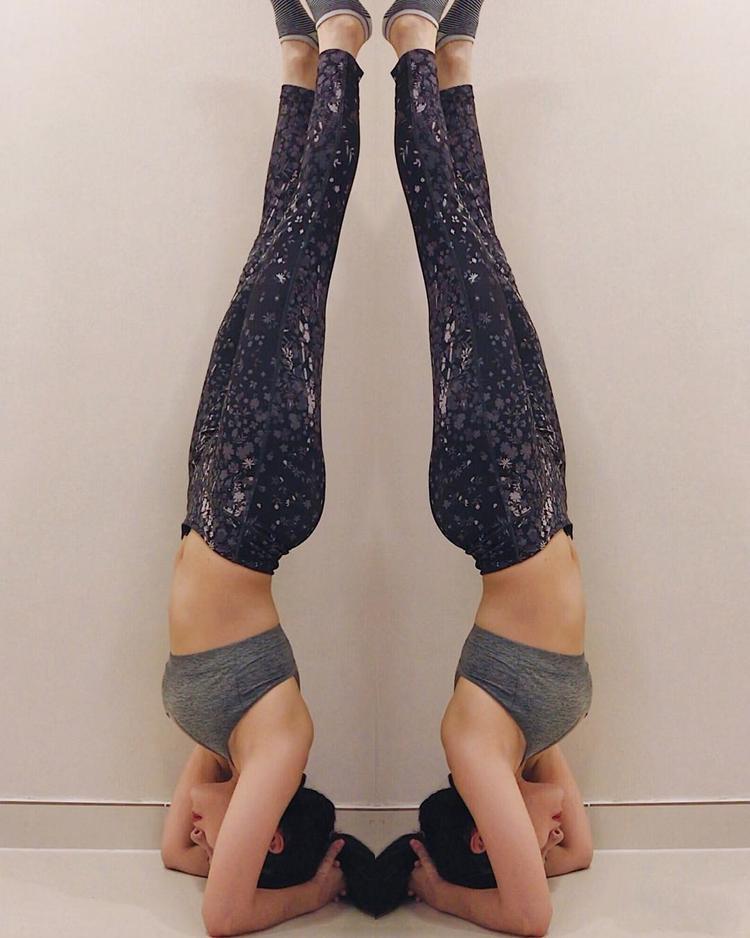 Milan Phạm thực hiện khá thuần thục các động tác Yoga, dễ thấy cô đã dành khá nhiều thời gian cho bộ môn này.