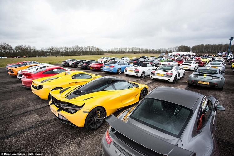 Những người tham gia đều là thành viên của câu lạc bộ siêu xe Supercar Driver và trong buổi họp đầu tiên, họ đã chọn Bruntingthorpe Proving Ground làm nơi hội ngộ.
