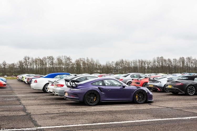 Quả thực, đây là cơ hội hiếm để nhìn thấy nhiều siêu xe đến như vậy.