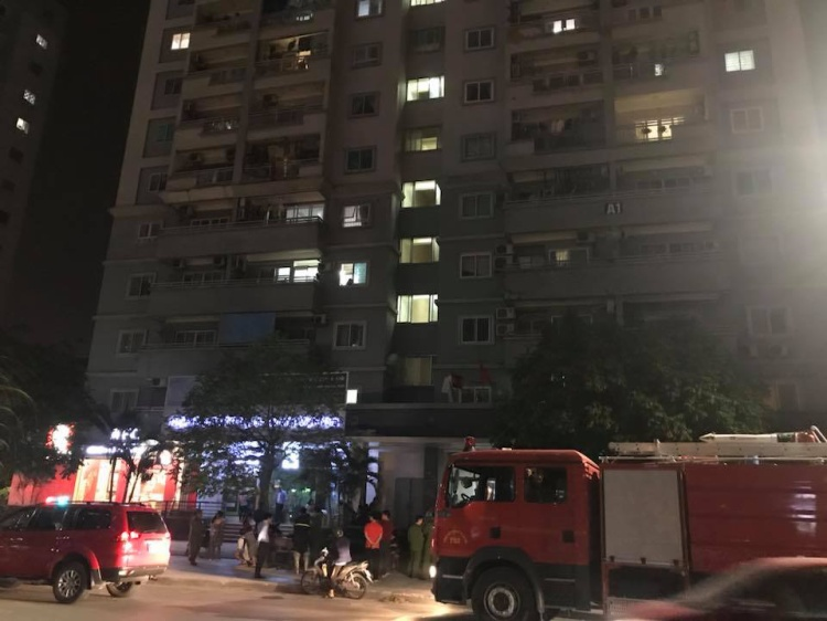 Nhiều xe cứu hỏa được điều động đến hiện trường.
