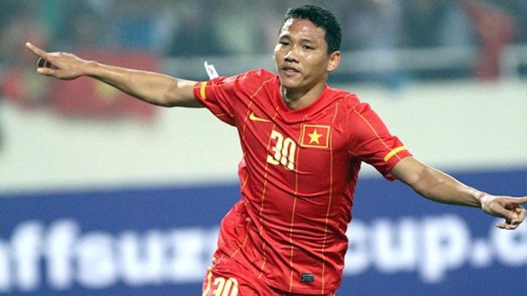 Anh Đức mở tỉ số cho tuyển Việt Nam.