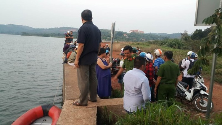 Hồ nước nơi tìm thấy thi thể 2 nạn nhân. Ảnh: Tiến Anh.