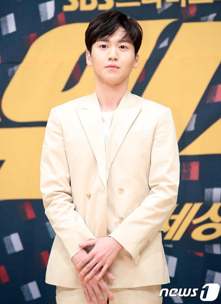 Nam diễn viên trẻ Ahn Seung Hwa.