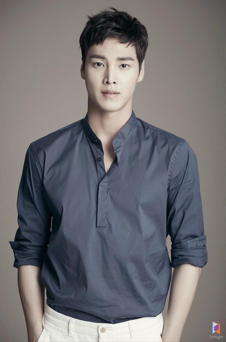 Nam diễn viên Lee Tae Hwan