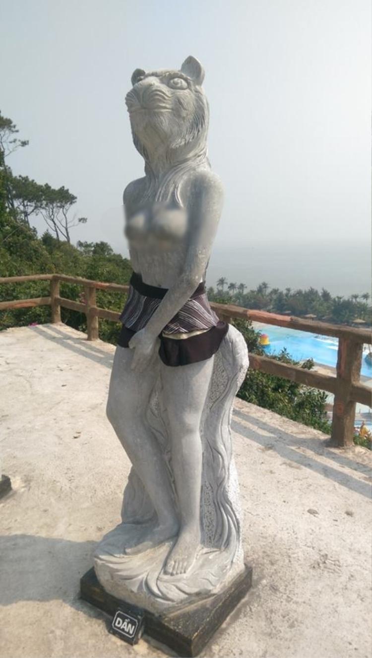 Nghệ nhân tạc tượng 12 con giáp: 'Mặc quần, váy cho tượng là sự chà đạp và xúc phạm nghệ thuật'