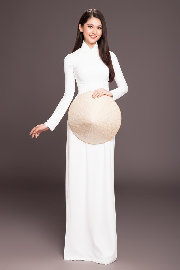 Á hậu 2 Huỳnh Thị Thùy Dung sở hữu vẻ đẹp mặn mà ngay từ lúc đăng quang, với sắc vóc cùng kinh nghiệm của mình, cô từng đại diện Việt Nam tham gia Hoa hậu Quốc tế 2017.