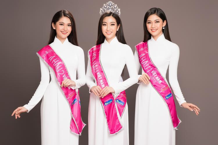 Sau 2 năm đăng quang, có thể nói Top 3 Hoa hậu Việt Nam đã hoàn thành tốt nhiệm kì của mình, luôn giữ được hình ảnh đẹp trong lòng công chúng trong thời gian đương nhiệm.Những hình ảnh mới nhất của Hoa hậu Mỹ Linh, Á hậu 1 Thanh Tú, Á hậu 2 Thuỳ Dung đã chứng minh sự trưởng thành và duyên dáng của Top 3 HHVN 2016.