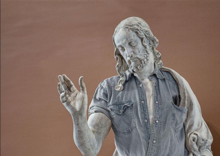 Ban đầu, Caillard chụp hình ảnh các bức tượng đá sau đó qua phần mềm chỉnh sửa photoshop, Persani đem tới hình ảnh mới mẻ cho các bức tượng trong trang phục quần jeans, áo sơ mi và đeo kính mát…