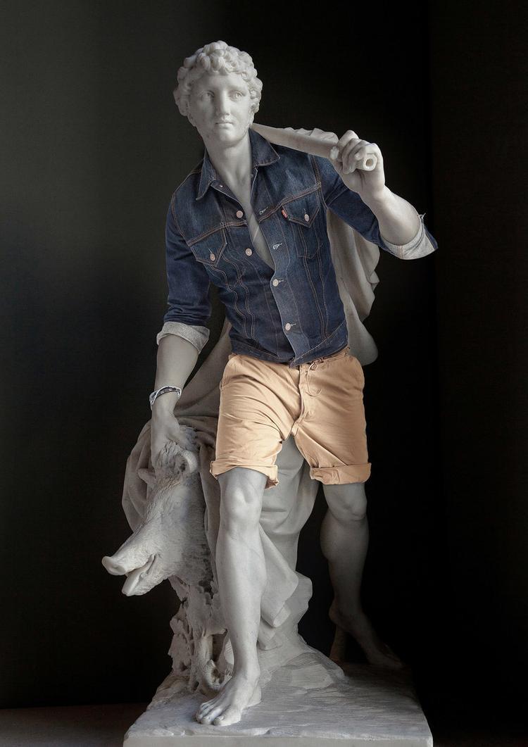 """Tác phẩm nghệ thuật cổ điển """"Meleagre"""" trông cực kỳ hiện đại với áo khoác denim và quần short."""