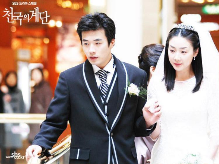 """Danh hiệu """"Nữ hoàng nước mắt"""" của Choi Ji Woo ra đời từ sau thành công quá lớn của """"Nấc thang lên thiên đường"""" đóng chung với Kwon Sang Woo"""