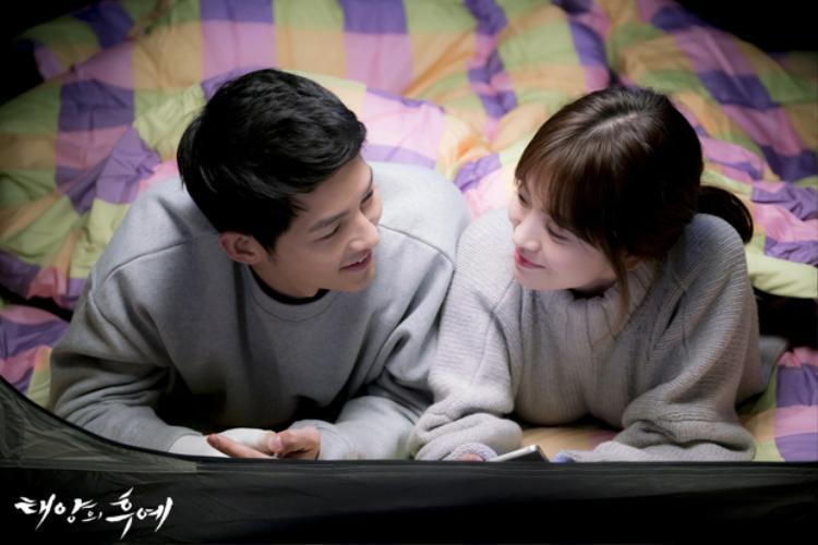 """Song - Song là cặp đôi """"phim giả tình thật"""" nổi tiếng showbiz Hàn."""