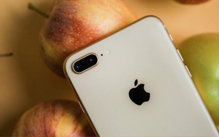 Từ ngày đầu tiên, Apple luôn đặt camera ở vị trí này.