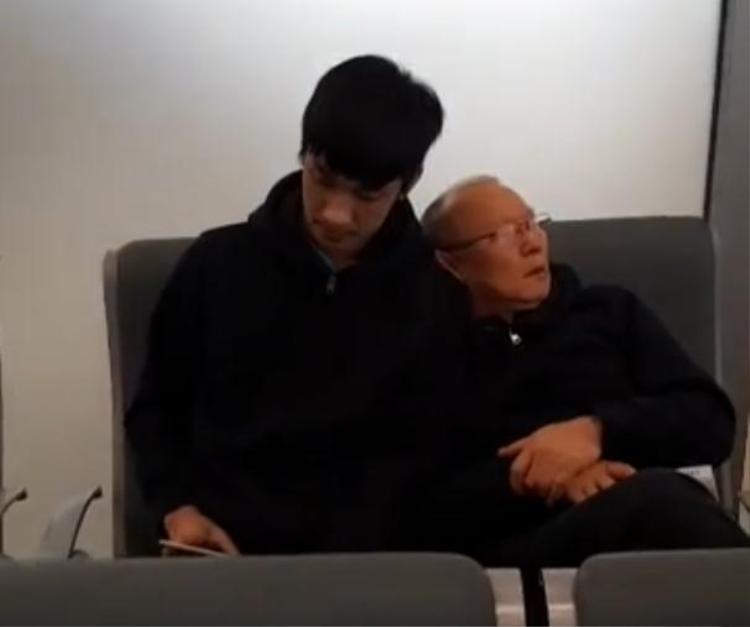 Kéo vai Trọng Đại ngủ.