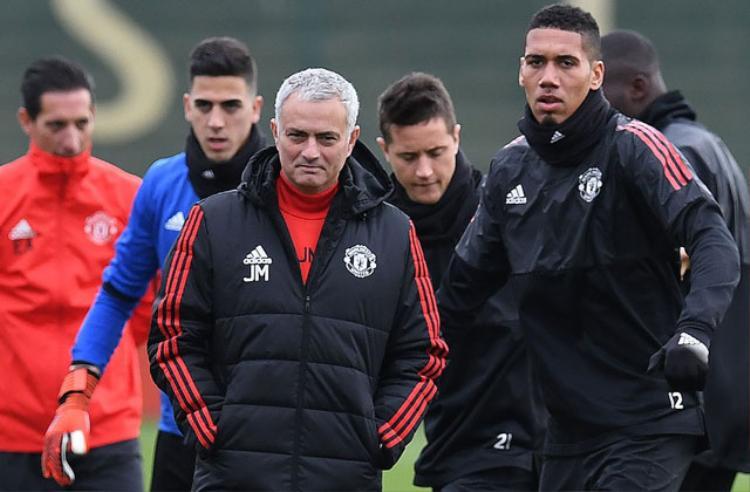 HLV Mourinho chuẩn bị họp khẩn với cầu thủ Man United.