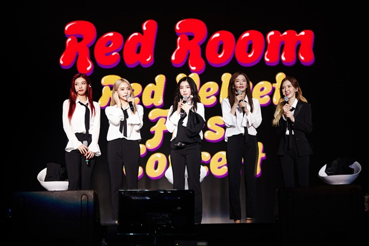 """Hình ảnh trong concert của nhóm. Được biết Red Velvet cũng chính thức debut tại """"xứ sở hoa anh đào"""" vào tháng 7 này."""