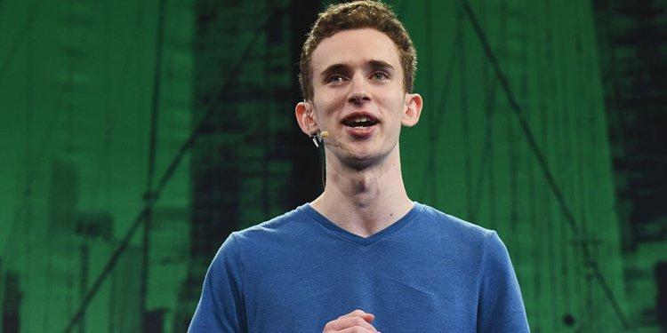 """Matt Salsamendi cùng """"đứa con cưng"""" Beam đã giành chiến thắng tại cuộc thi TechCrunch Disrupt NY hồi năm 2016 khi mới 18 tuổi. Ảnh: Noam Galai/Getty"""