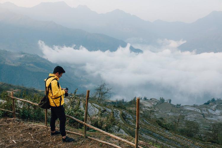 """Với nhiều tay săn ảnh, du lịch phượt ví Y Tý là """"đại dương bông gòn"""" vì mây ở Y Tý khá """"kiêu"""". Mây trôi dạt và tan khá nhanh."""