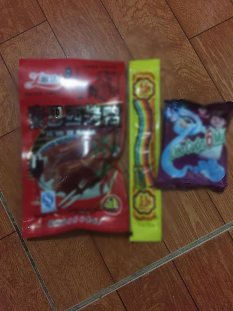 Gói kẹo sau khi con trai chị Dương ăn.