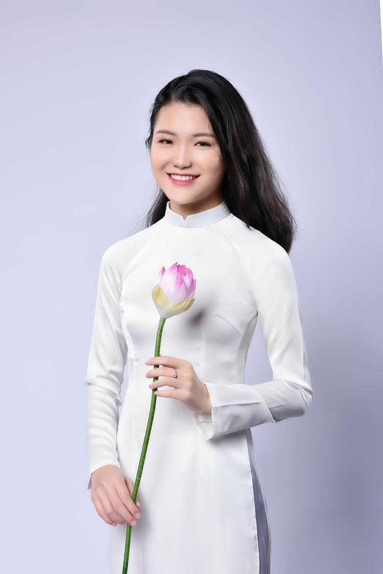 Minh Anh hiện đang là học sinh lớp 11D0 trường THPT Nguyễn Bỉnh Khiêm (Cầu Giấy).