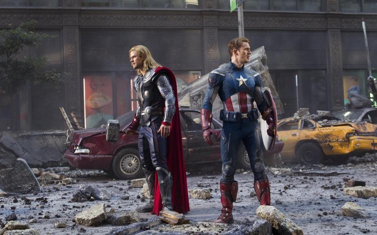 Màn tái hợp đáng mong chờ giữa Thor và Captain America.
