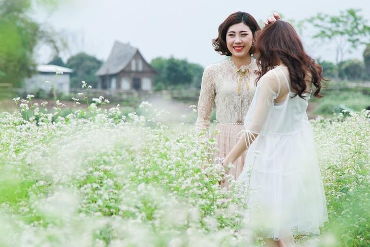 Cánh đồng hoa rực rỡ này tọa lạc tại Long Biên, Hà Nội.