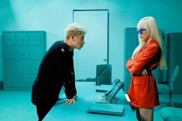 Trong MV còn có sự xuất hiện của nhân vật nam chính - hot boy học đường Phí Ngọc Hưng.