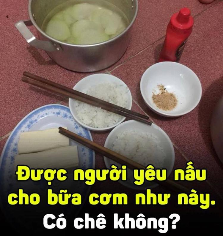 Bữa cơm đạm bạc được người yêu nấu cho ăn cũng đủ khiến bao chàng trai cảm động rơi nước mắt. Thế mới biết, thời sinh viên chúng ta từng nghèo đến cỡ nào!