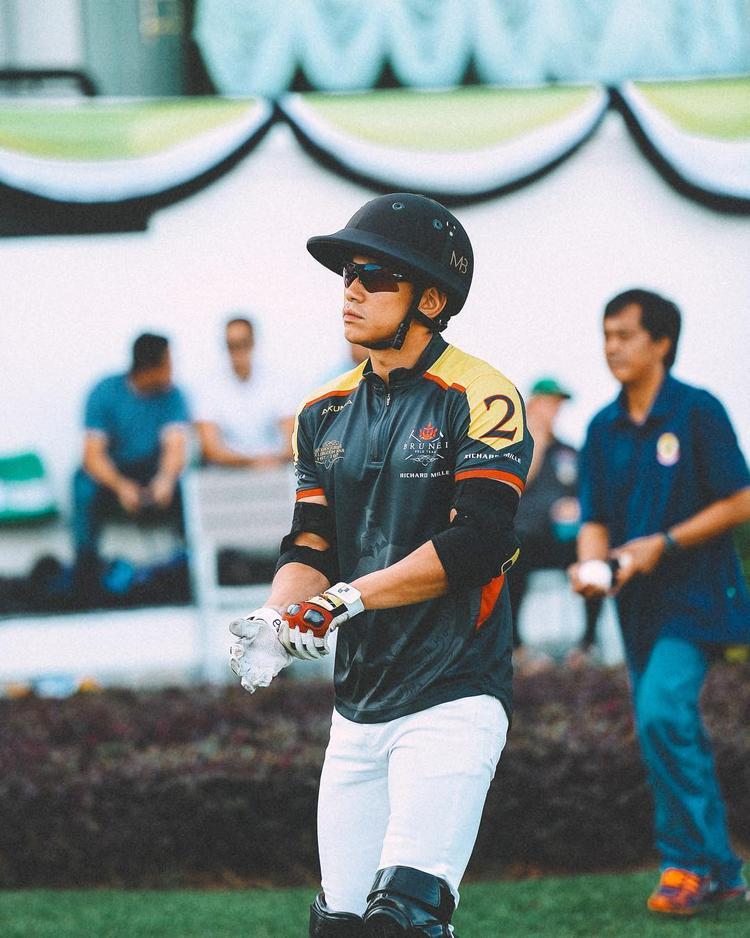 Ngoài khối tài sản kếch xù, hoàng tử Brunei 27 tuổi còn sở hữu body như siêu mẫu nhờ luyện tập hàng ngày