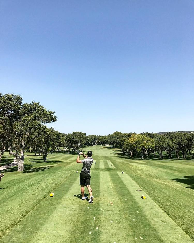 Golf cũng là một trong những bộ môn thể thao yêu thích của anh.