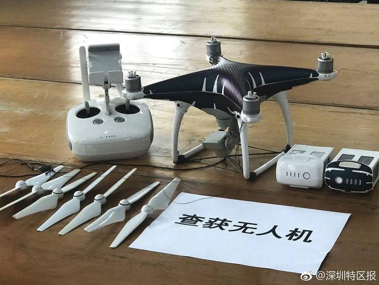 Tang vật dùng để chuyển lậu điện thoại được thu giữ tại hiện trường. Ảnh: Shanghaiist