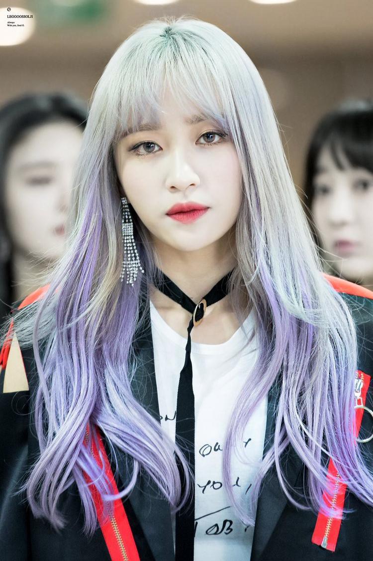 """Cô nàng """"sát gái"""" Hanitừng là thực tập sinh cho JYP nhưng lại bị tuột khỏi dự án debut nên đành rời công ty này. Sau này Hani gia nhập Banana Culture và debut với EXID."""