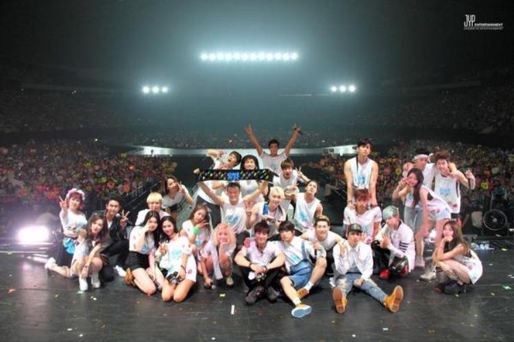 Thương hiệu JYP Nation quá quen thuộc với fan Kpop.