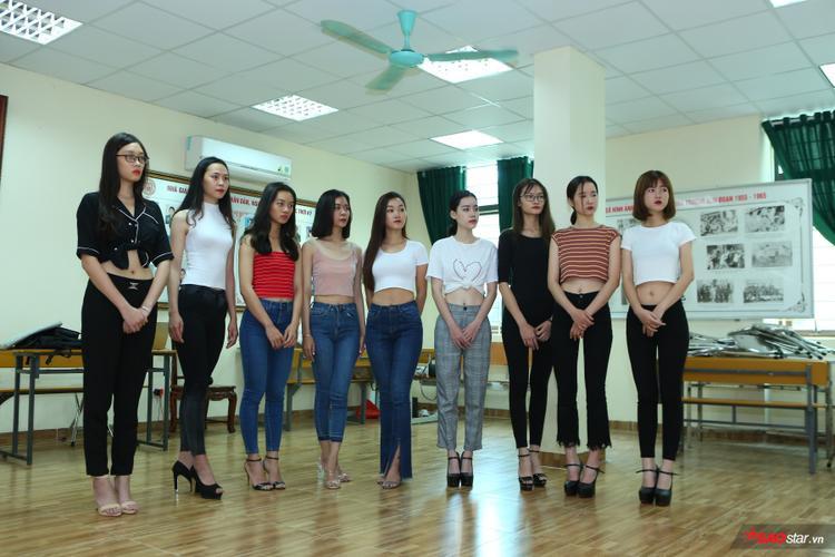Bên cạnh dàn thí sinh nam, những người mẫu nữ trong ngày training cũng để lại ấn tượng với chuyên gia Hoàng Ngọc Sự nhờ sự tiến bộ khá nhanh.