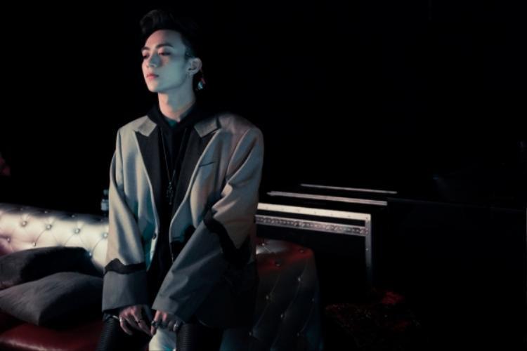 MV I Know You Know sử dụng sự tương phản của những mảng màu sáng tối để làm bật được sức hấp dẫn của ca khúc mang phong cách funky pop. Ý tưởng viết bài hát được Soobin lấy cảm hứng từ mối quan hệ đổ vỡ của một cặp đôi yêu nhau.