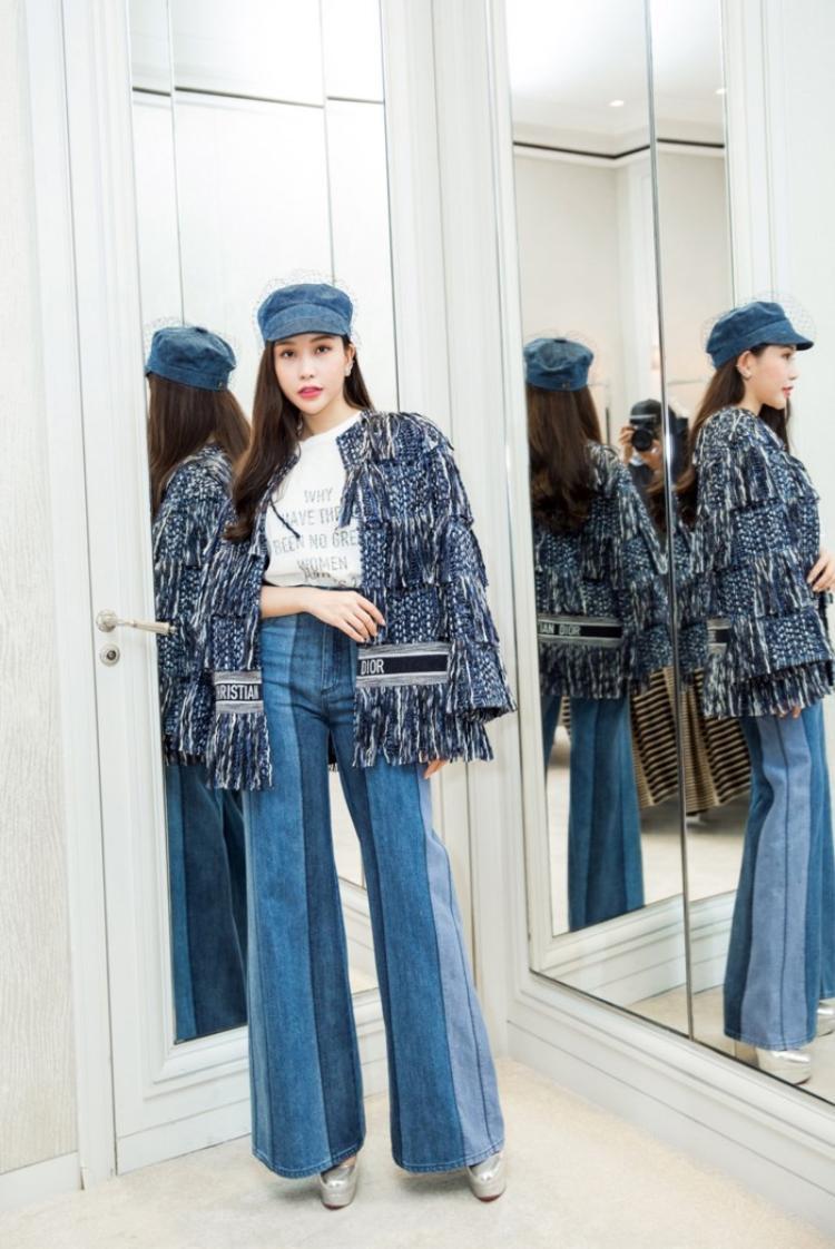 Là một hoa hậu có cuộc sống sang chảnh với công việc kinh doanh riêng, hoa hậu Lam Cúc cùng Kỳ Duyên, Jolie Nguyễn, Hoàng Ku thường xuyên chia sẻ các hình ảnh mua sắm cùng nhau tại các của hàng thời trang có tiếng.