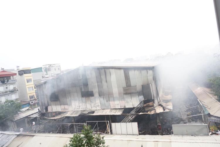 Trong một ngày Hà Nội xảy ra liên tiếp 4 vụ cháy, nhiều tài sản và ô tô bị thiêu rụi
